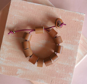 Tuquitos leather bracelet in honey, adjustable