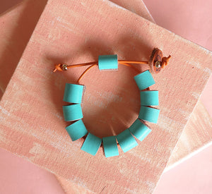 Tuquitos leather bracelet in turquoise, adjustable