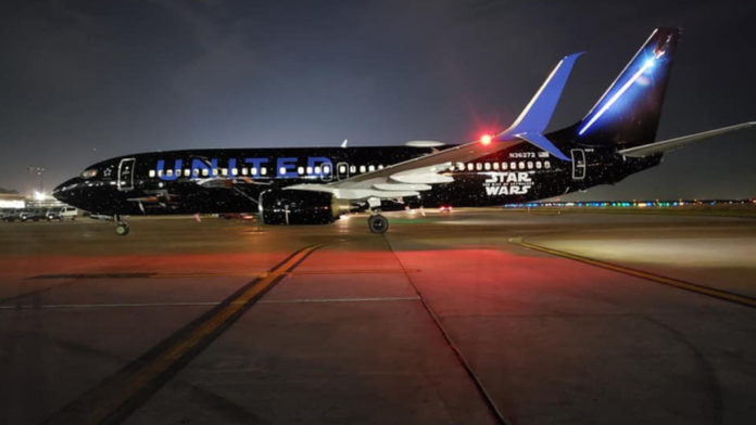 Star Wars Theme On United Airlines Boeing 737