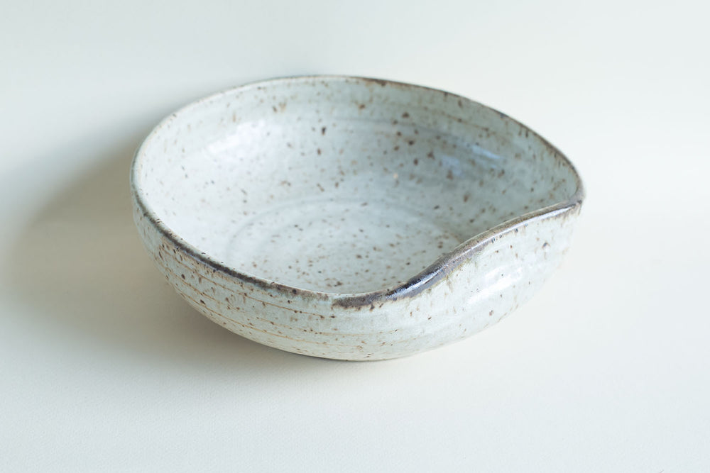 Load image into Gallery viewer, Gina DeSantis Luna Serving Bowl with Handle Rest