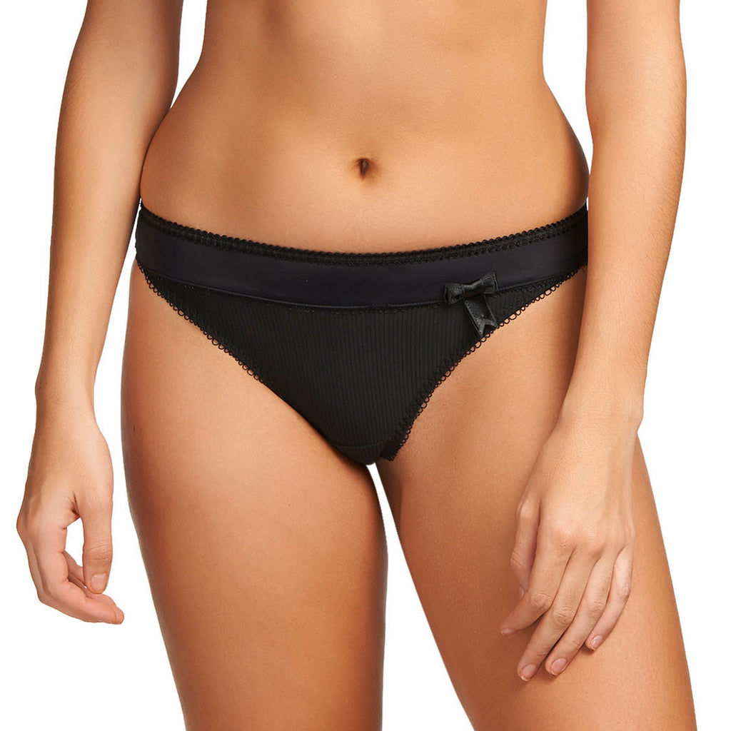Freya Lauren Thong, Black