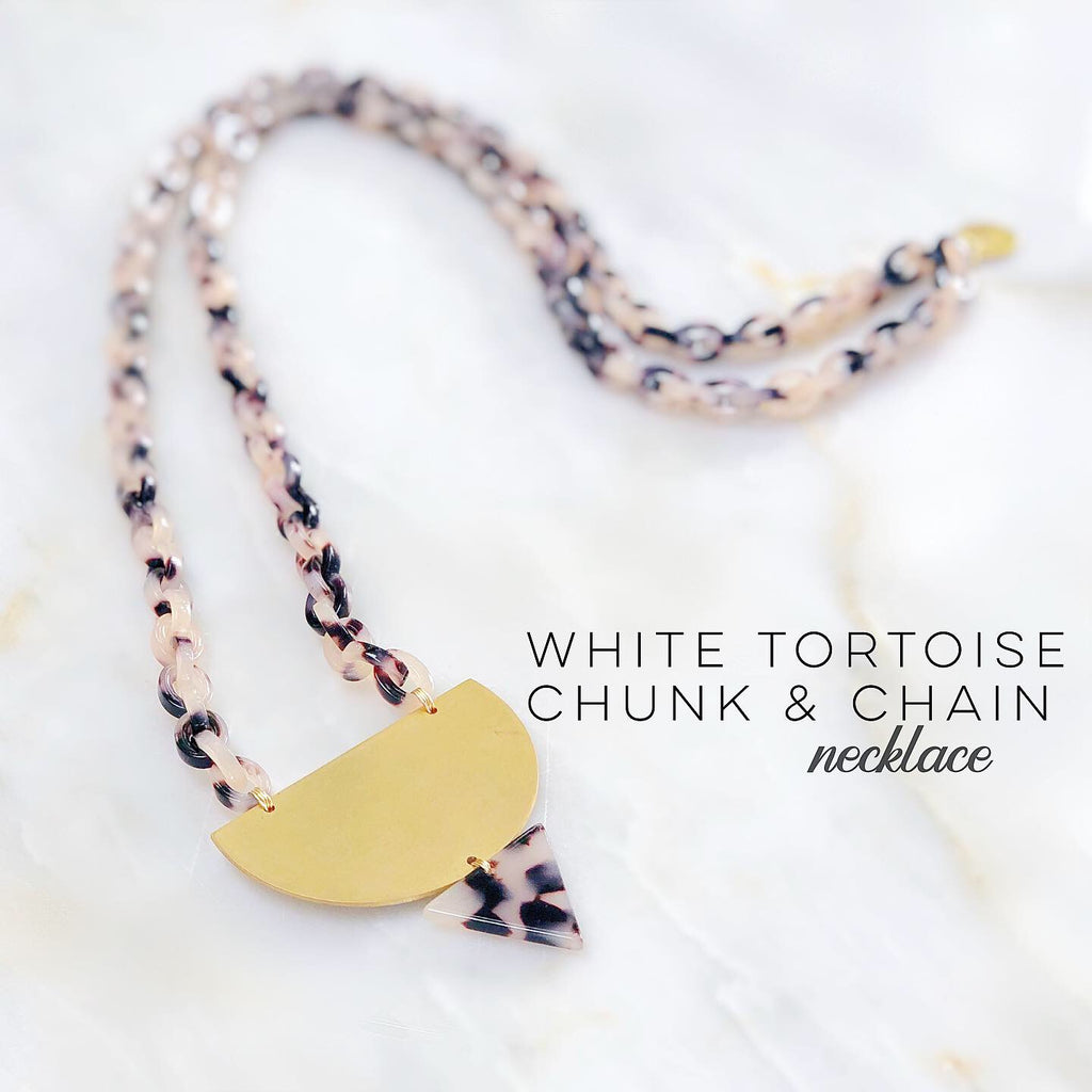 White Tortoise Chunk & Chain Necklace