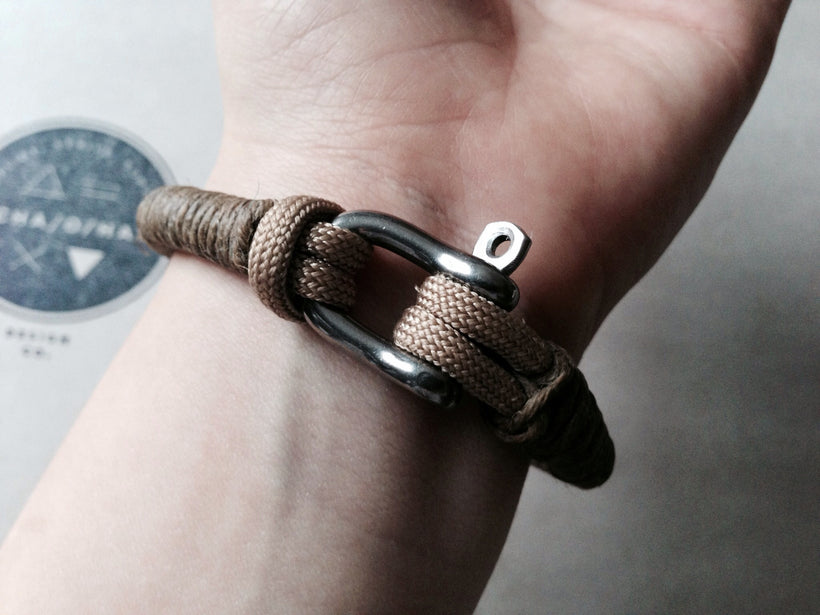 Forged Steel D Shackle Bracelet: Waxed Hemp & Paracord