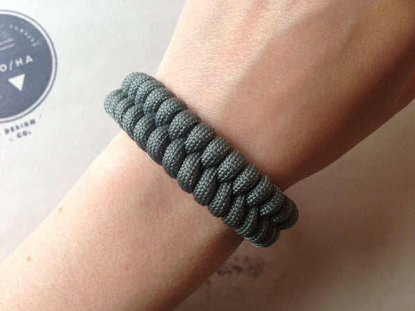 Adjustable EDC Bracelet: Simple Weave, Adaptive Light Earth Shackle
