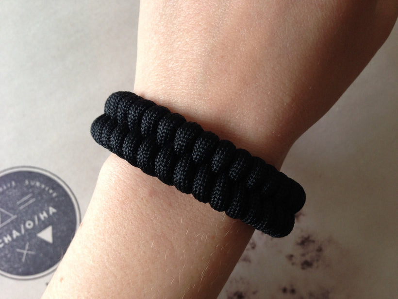 Adjustable EDC Bracelet: Simple Weave, Graphite Black Shackle