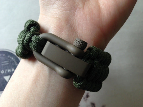 Adjustable EDC Bracelet: Full Weave, Adaptive Light Earth Shackle