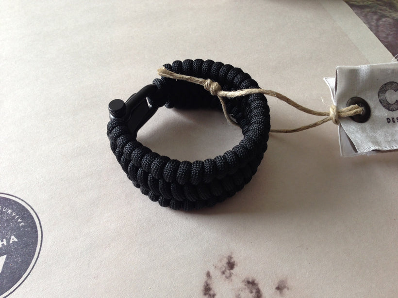 Adjustable EDC Bracelet: Full Weave, Graphite Black Shackle