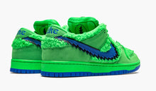 Load image into Gallery viewer, Refurbished Nike SB Dunk Low Sneakers `Grateful Dead` Green Bear
