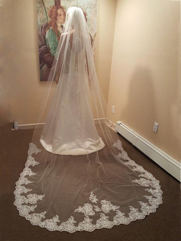 One-Layer Appliques Lace Edge Wedding Veil