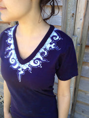 Batik Necklace Organic Cotton Vneck Tshirt - Batikwalla   - 1