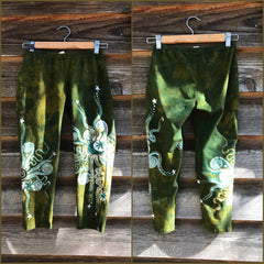 Dancing Green Batik CAPRI Leggings leggings batikwalla XS