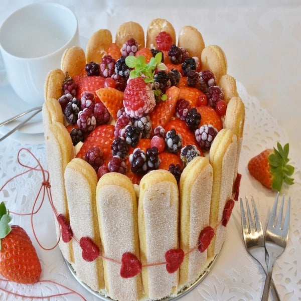 delicious friendship day cake for girlfriend