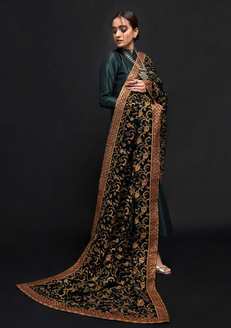 aik-atelier-ready-to-wear-shawls-holiday-20-look-02-3
