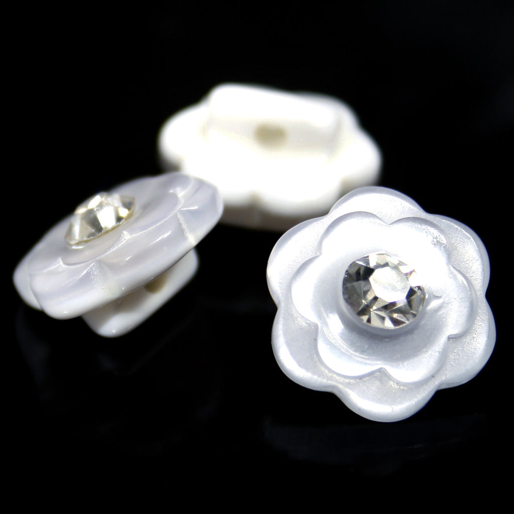#0195 Flower with centre diamonte button 15mm