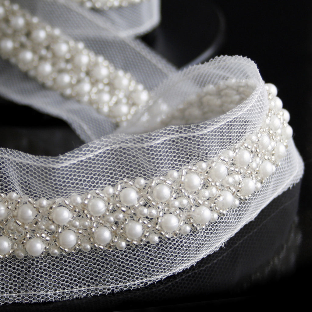 Beaded Pearl Trim 25mm White With Silver