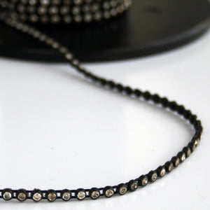 #0556 Black With Clear Crystal Trim 2mm