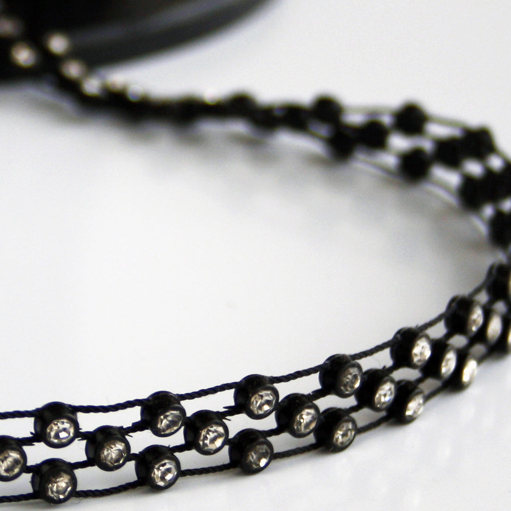 #0558 Black Trim With Clear Crystals 10mm