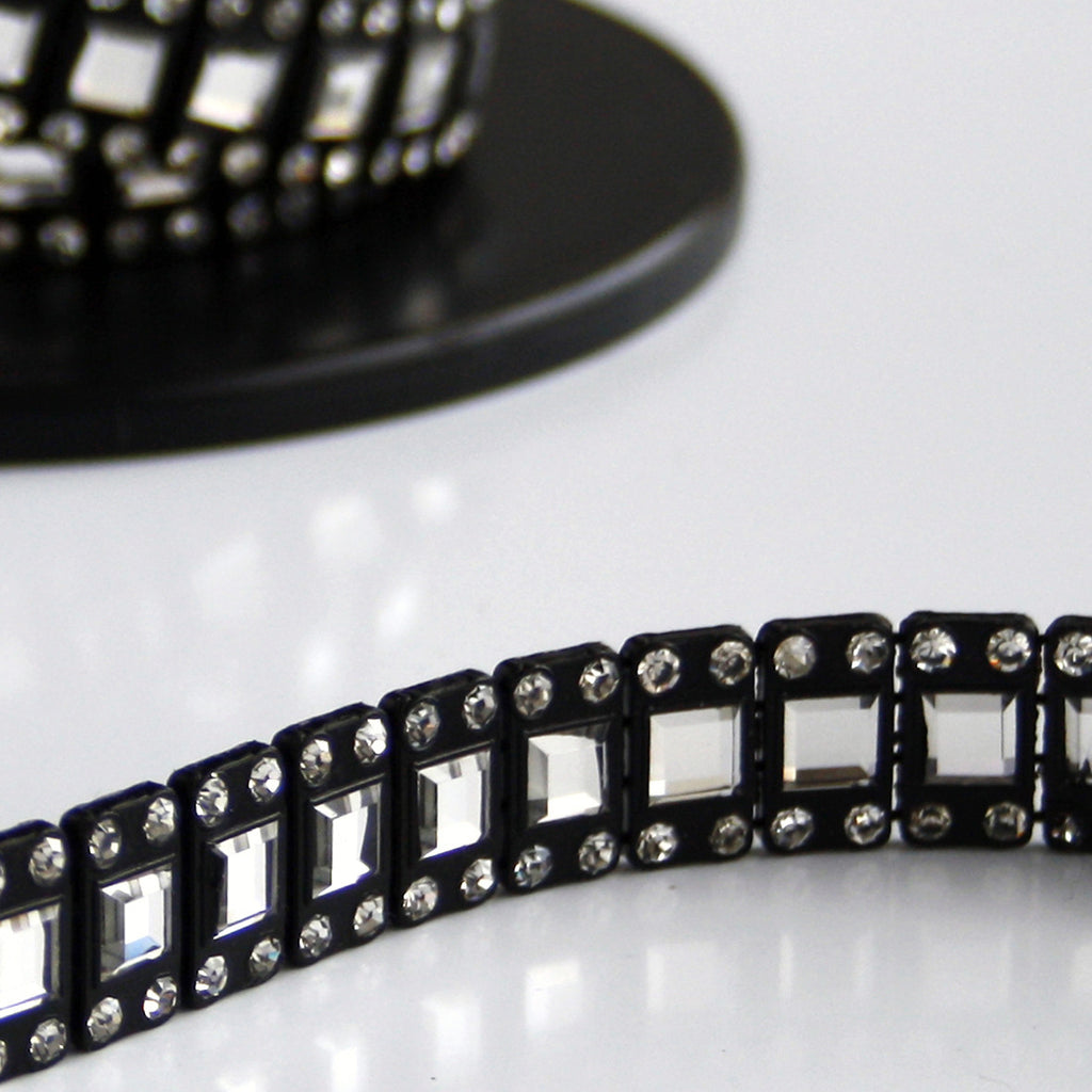 #0560 Black Trim With Clear Crystals 15mm