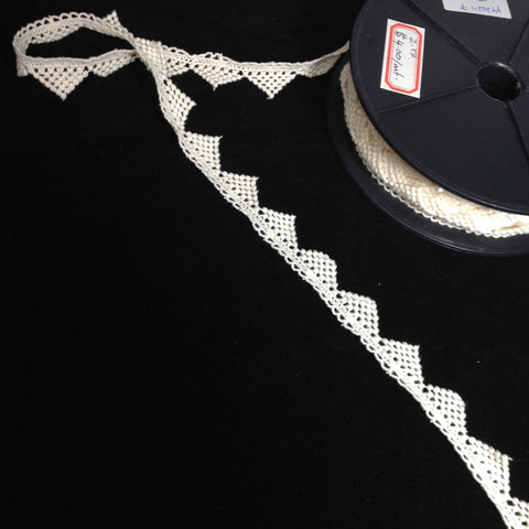 #YT202117 Cotton Triangle Edge Lace Natural 20mm $4.00/mt