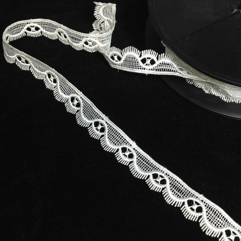 #YT204379 Scallop Fringe Edge Lace Trim Ivory 18mm
