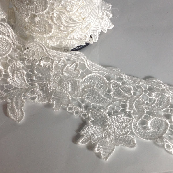 Ivory Lace Trim YT203878