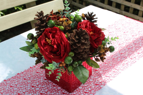 Red Pot Xmas table arrangement