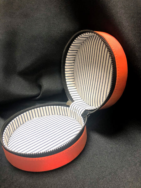 Self-Finishing Silk Round Case
