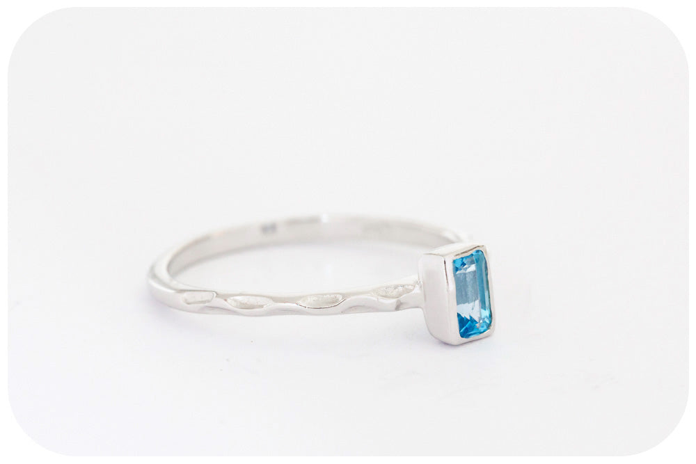 Petite Breath of Blue, Topaz Ring with Hammered Band in 925 Sterling Silver - Victoria's Jewellery