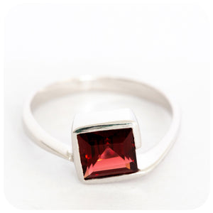 Uniquely Set, Princess Cut Garnet Ring in 925 Sterling Silver - Victoria's Jewellery