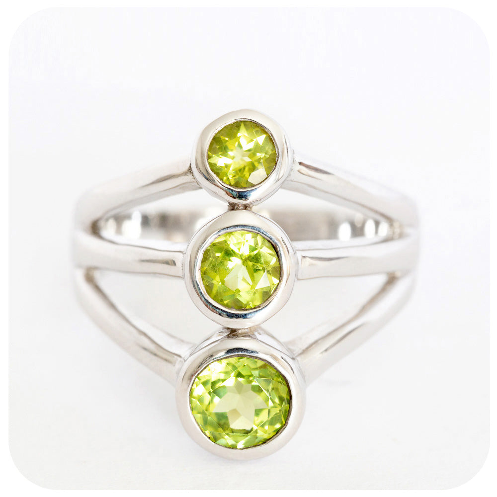3 Stone Trilogy  Peridot Split-band Ring crafted in 925 Sterling Silver - Victoria's Jewellery