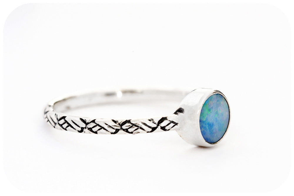 Round cut Blue-Green Opal set in Sterling Silver Detailed Band