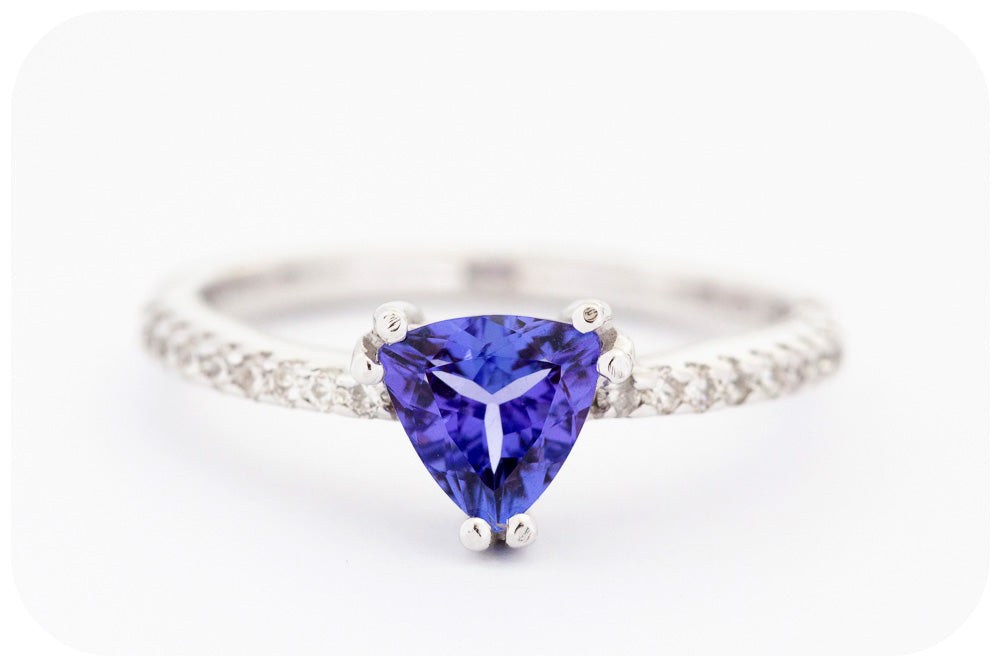 Trilliant cut Tanzanite and Diamond Ring in White Gold - 0.729ct
