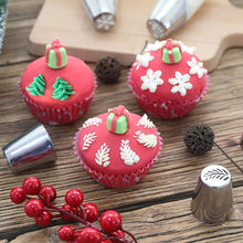 Load image into Gallery viewer, Inspire Uplift Russian Icing Piping Tips Christmas Design Nozzles 15pcs Russian Icing Piping Tips Christmas Design Nozzles