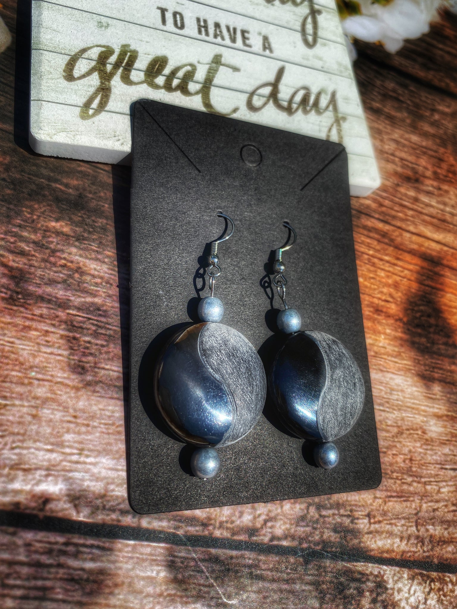 Tao black & gray bone earrings,Chic
