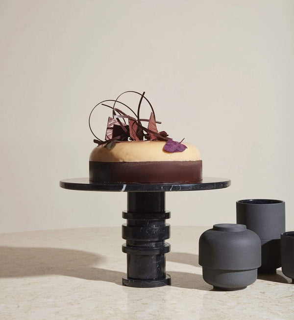 Louise Roe Kagefad, Gallery Object Cake Display, Sort Marmor - Ø30 H14,5