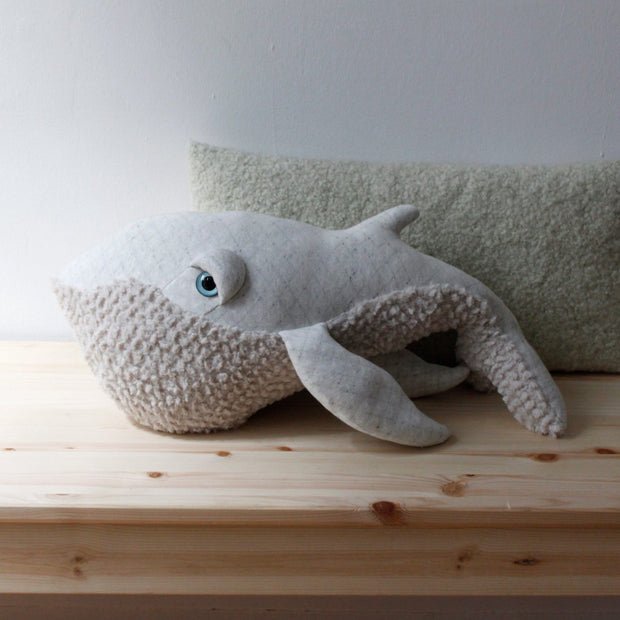 Big Stuffed 'Small Albino Whale' Kuscheltier