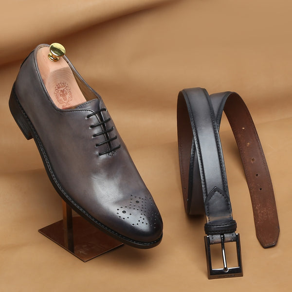 COMBO OF SMUDGED GREY LEATHER WHOLE CUT/ONE PIECE MEDALLION TOE OXFORD SHOES BY BRUNE AND MATCHING GREY BELT