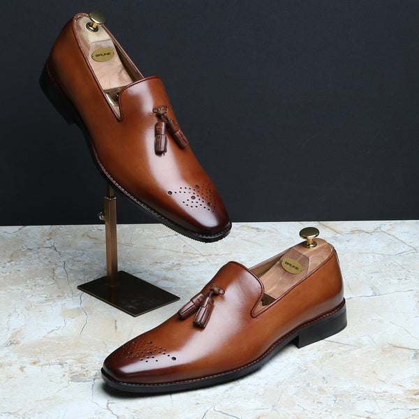 SLEEK LOOK MEDALLION TOE TASSEL LEATHER LOAFERS BY BRUNE