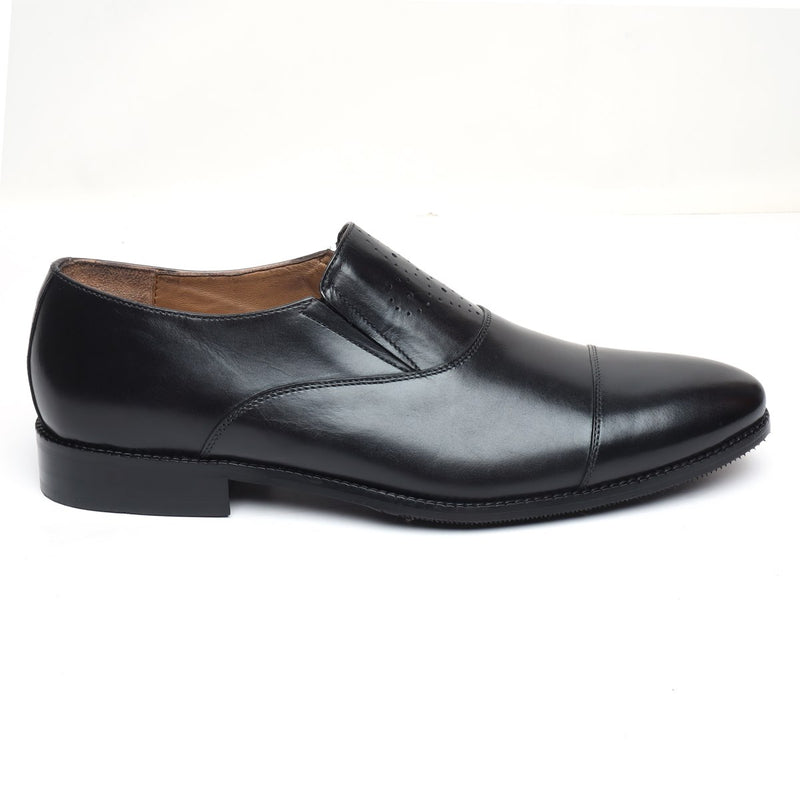 BLACK ROUND CAP TOE LEATHER SLIP-ONS BY BRUNE