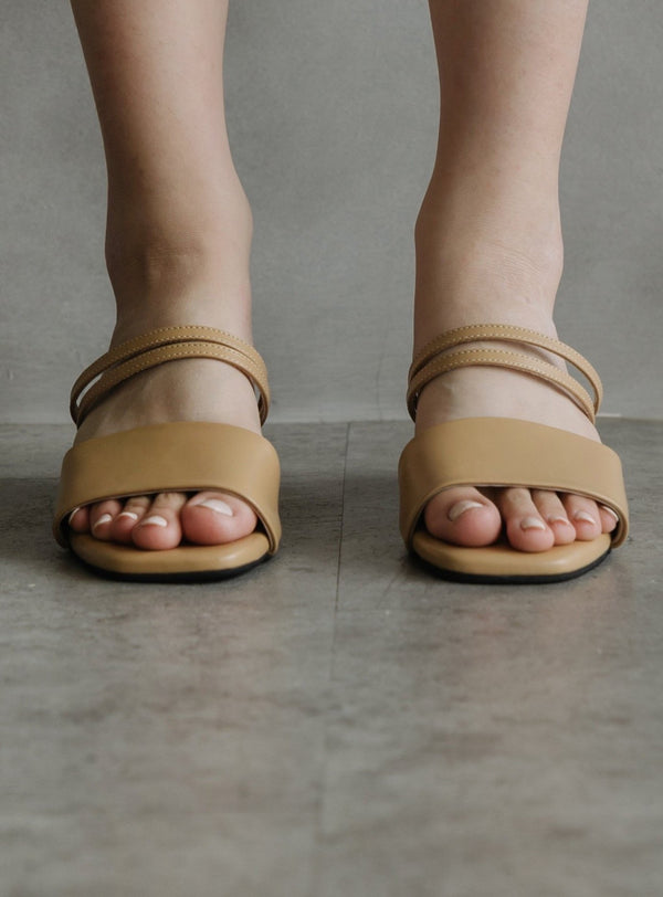 Perri Strappy Sandals in Crème