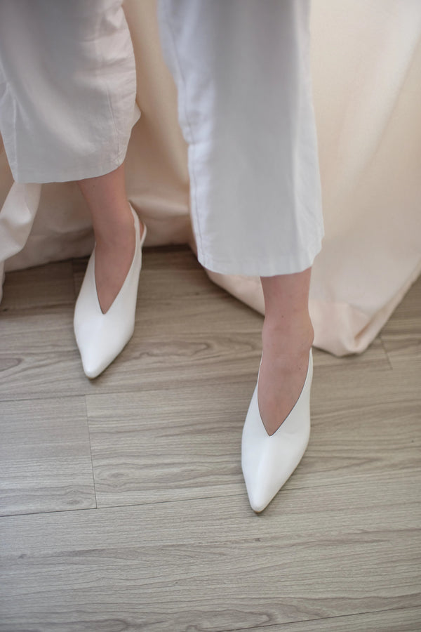 Pointy Vneck Heels in White