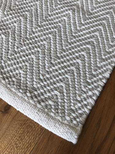 Grey/White Zigzag Runner