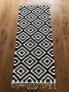Liv Interior Black/ White Apache Runner