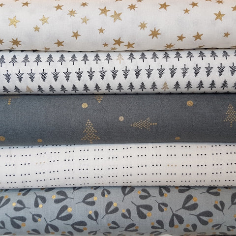 Zen Chic White Christmas Metallic - Little Dots in White