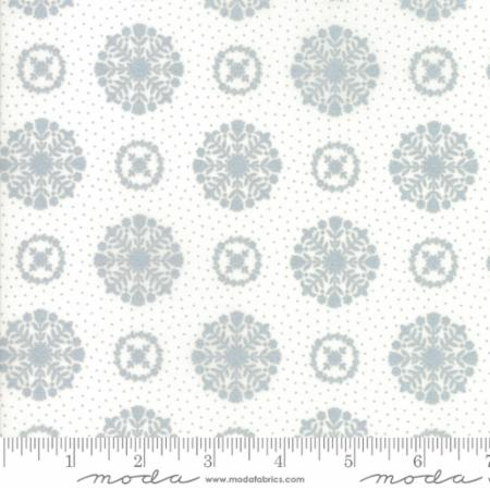 Bonnie and Camille - Vintage Holiday - Snowflakes in Metallic Silver