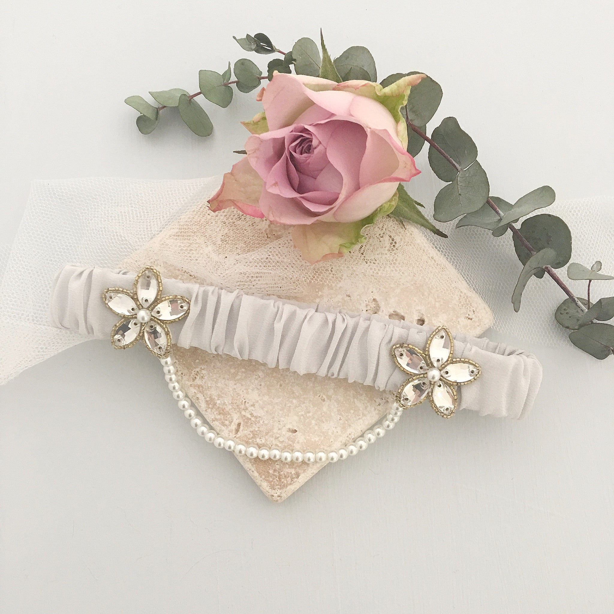 iva garter in gold