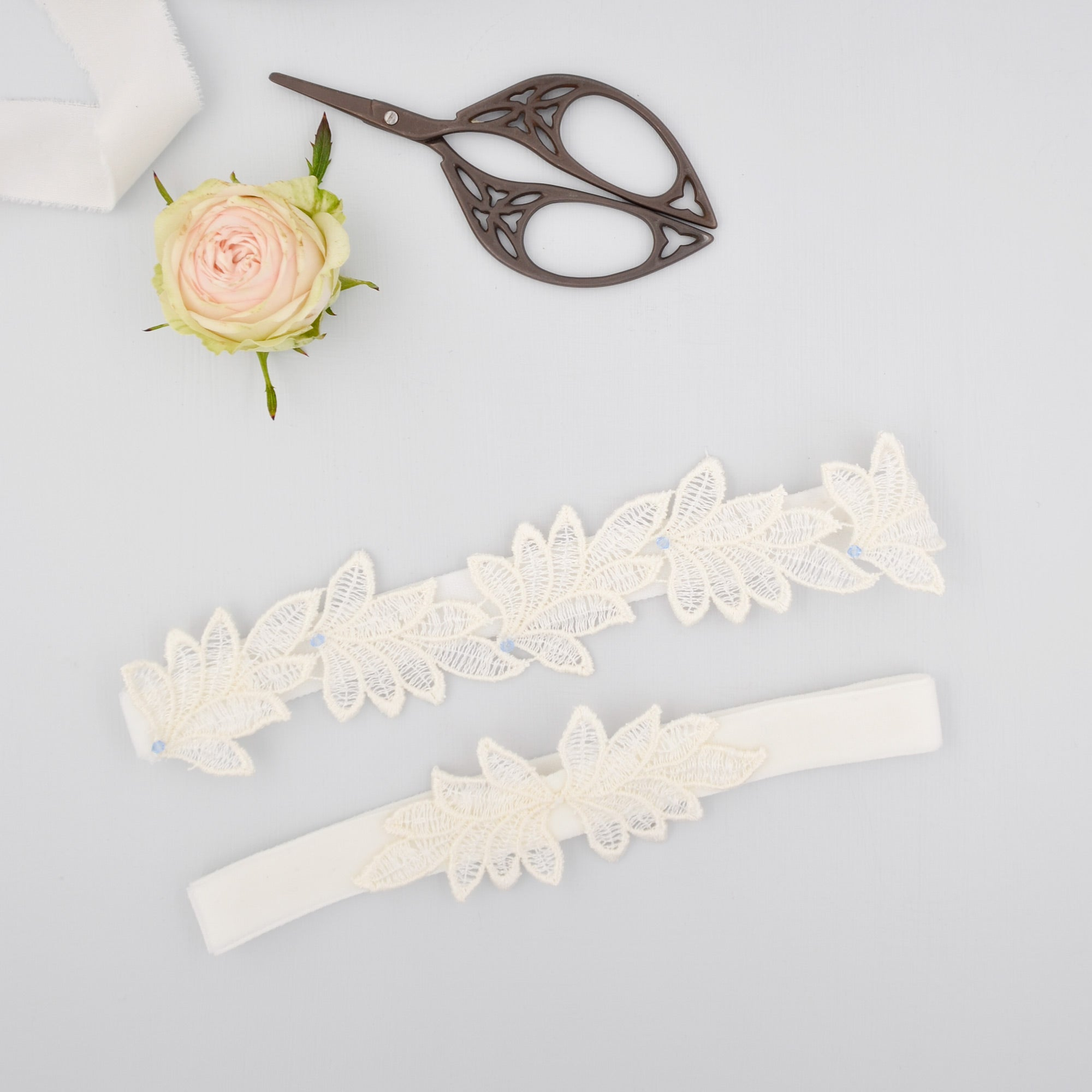 super sleek leaf lace wedding garter set