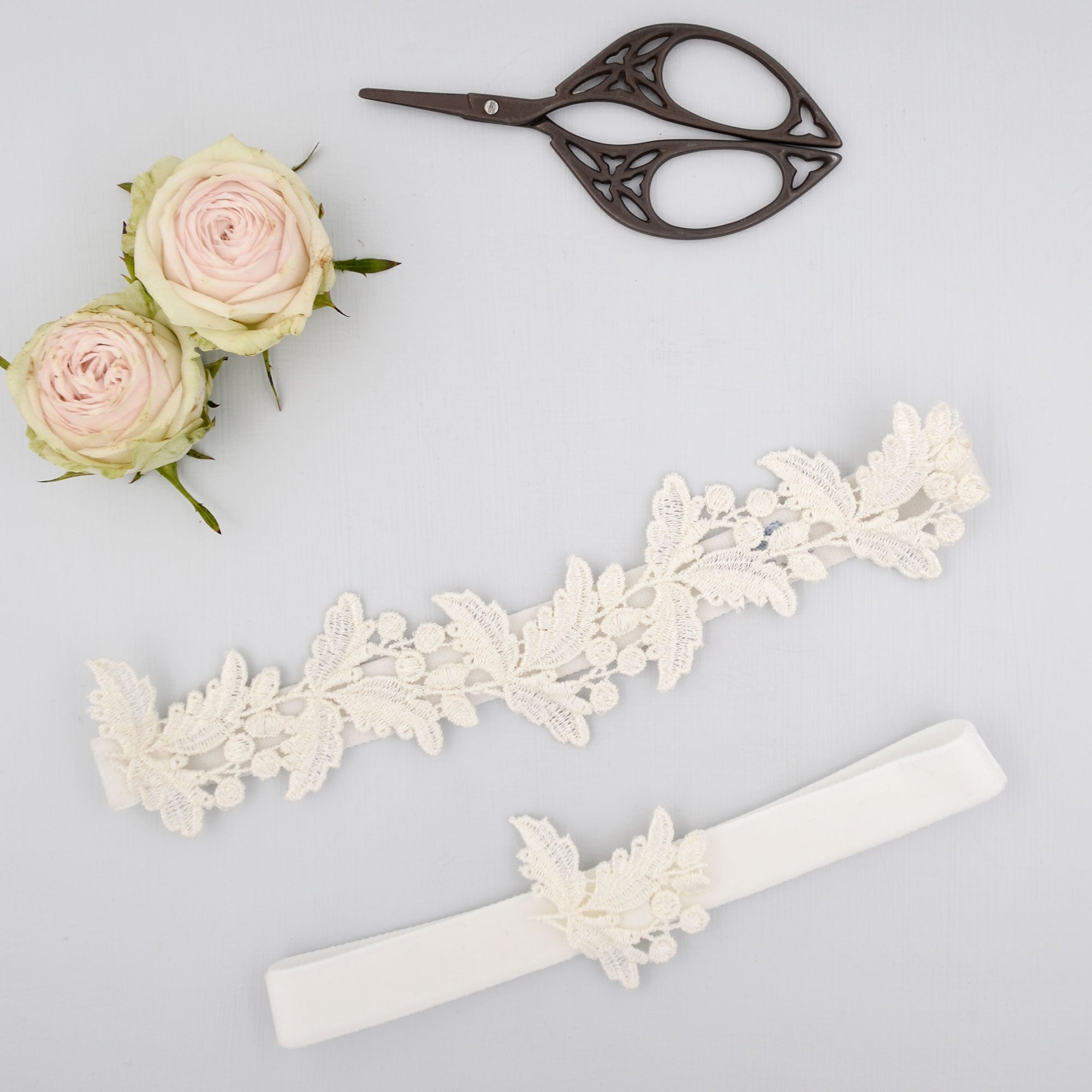 super sleek floral lace bridal garter set