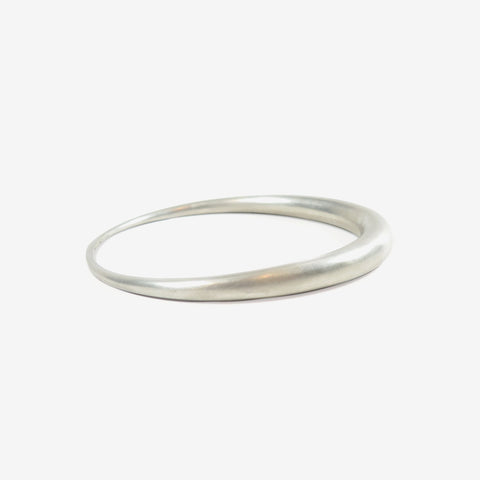 TED MUEHLING STERLING SILVER OVAL BANGLE