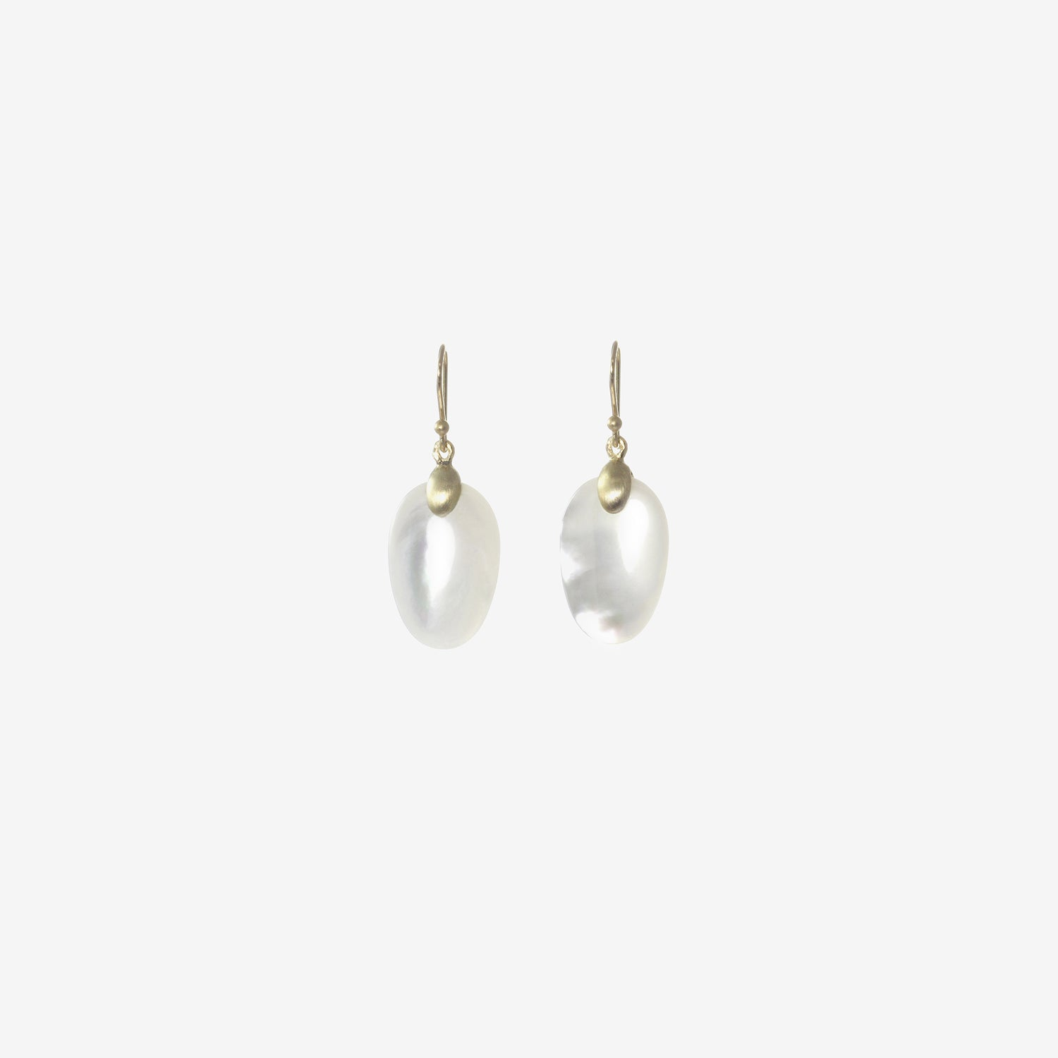 Small hoop earrings with mother of Pearl Chips